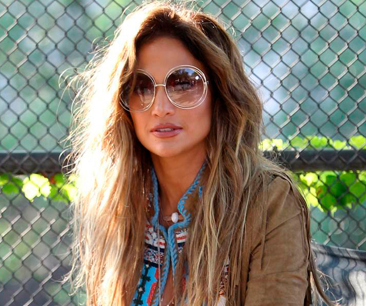05c7222a1b Jennifer Lopez con gafas Chloé - Revista óptica Lookvision