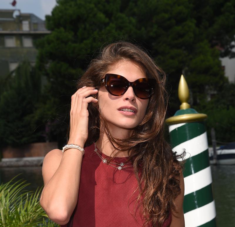 comprar online 706fd 8eb7d Elisa Sednaoui con gafas de sol Max Mara Gem II, by Safilo ...