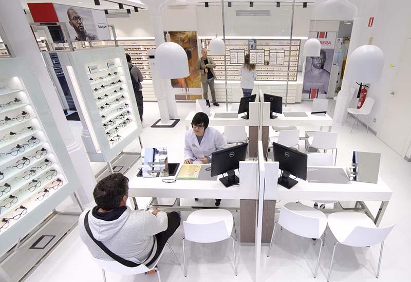 99a472c1bc Óptica y Audiología Universitaria abre en El Vendrell - Revista óptica  Lookvision