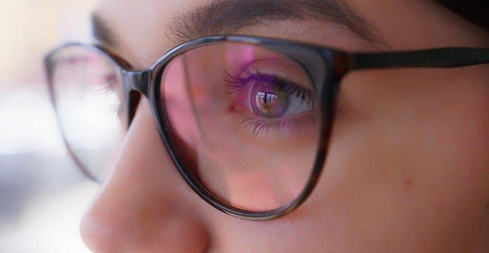 adolescente-gafas